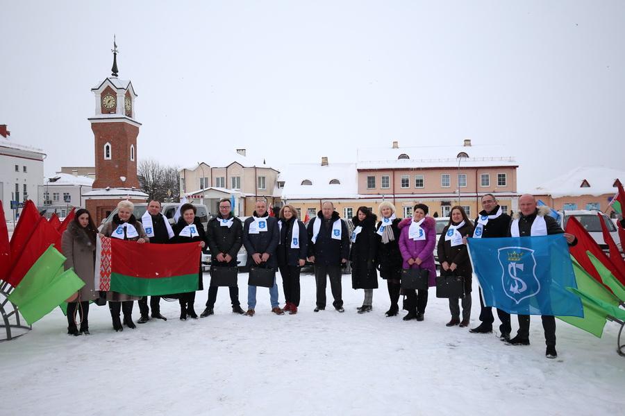 Щучинская и Мостовская делегации с Площади Свободы едут в столицу на VI Всебелорусское народное собрание
